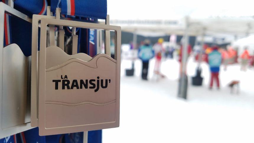 La médaille de la Transju, offerte à chaque concurrent à l'arrivée à Mouthe.