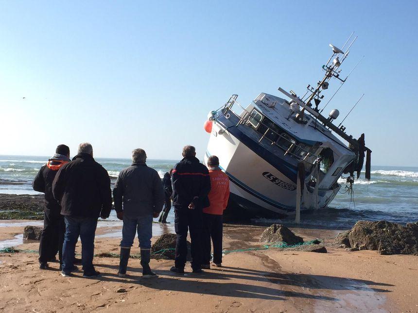 Une réunion a eu lieu ce lundi matin entre l'armateur, l'assureur, les pompiers et la SNSM