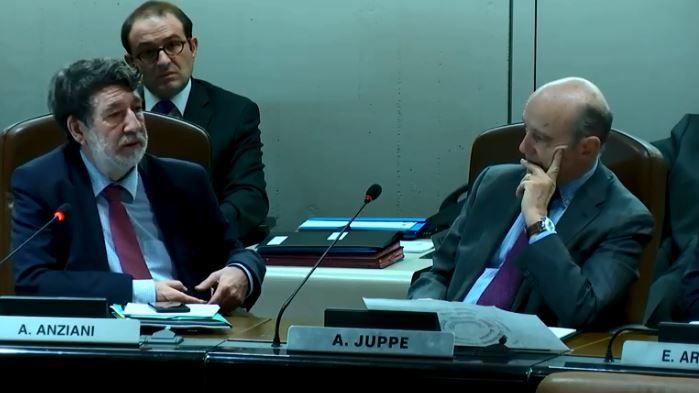 Alain Anziani a été le premier à rendre hommage à Alain Juppé lors de sa dernière séance à la Métropole de Bordeaux