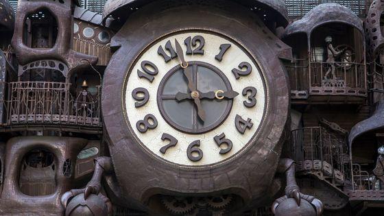 L'horloge géante de Miyazaki à Tokyo des Studios Ghibli