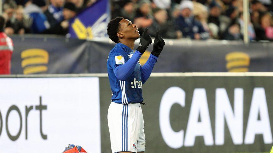 La joie de Lebo Mothiba lors du match de qualification du Racing Club de Strasbourg pour la finale de la coupe de la Ligue