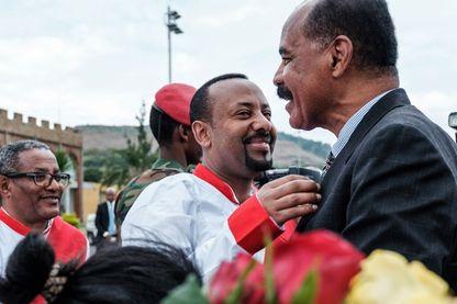 9 novembre 2018 : Le Premier ministre éthiopien Abiy Ahmed reçoit le président érythréen, Isaias Afwerki, à son arrivée à l'aéroport de Gondar, pour une visite en Éthiopie.