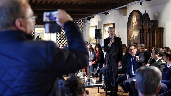 5 février 2019 à Vesoul en Haute-Saône. Franck Riester, ministre de la Culture, prend la parole lors d'une réunion publique organisée dans le cadre du Grand débat national