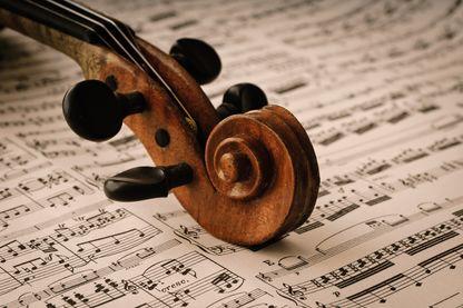Un violon, une partition, le talent d'un orchestre et le génie de Beethoven