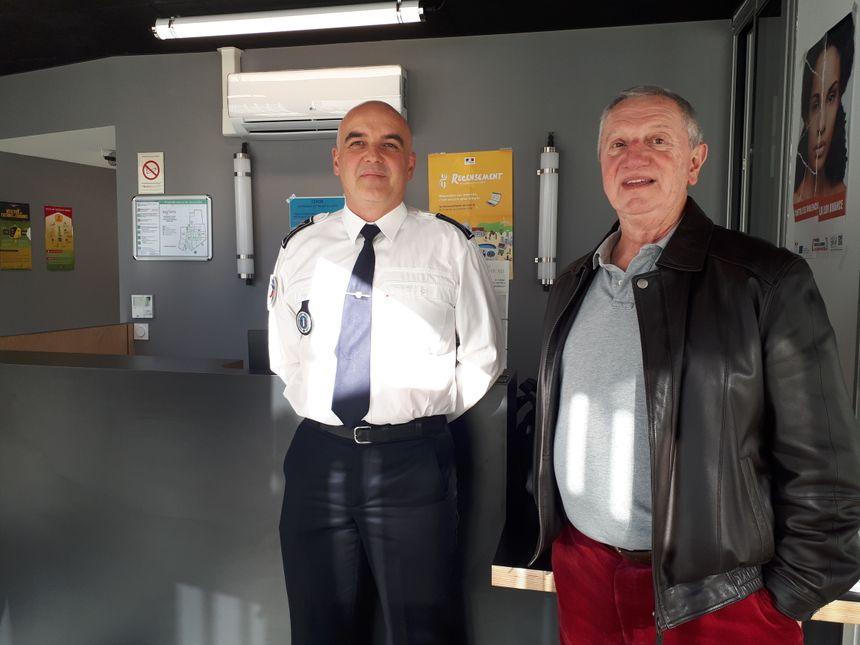 Le commissaire Gilles Bernard et Bernard Rivaillé , dans les locaux communs à Lormont