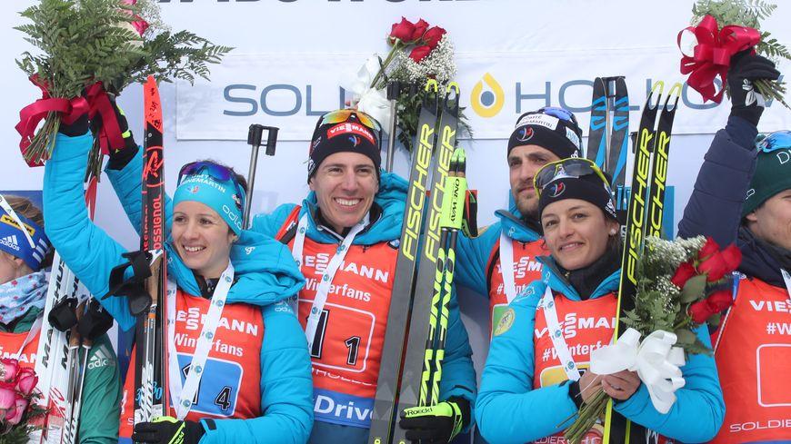 Quentin Fillon-Maillet et Célia Aymonier ont remporté le relais mixte ce dimanche soir.