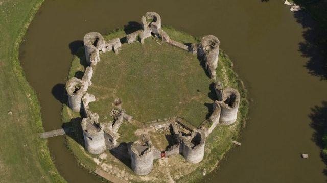Le château de Commequiers, en Vendée.