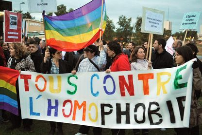 Manifestation à Bordeaux pour dénoncer la résurgence d'actes et violences homophobes.