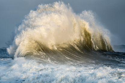 Longtemps jugées mythiques, on sait maintenant que les vagues scélérates existent bel et bien.