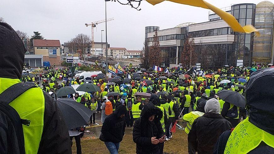 Le rassemblement à la mi-journée à Valence-Sud