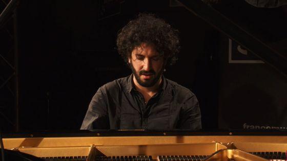 Improvisation persane par le pianiste Nima Sarkechik