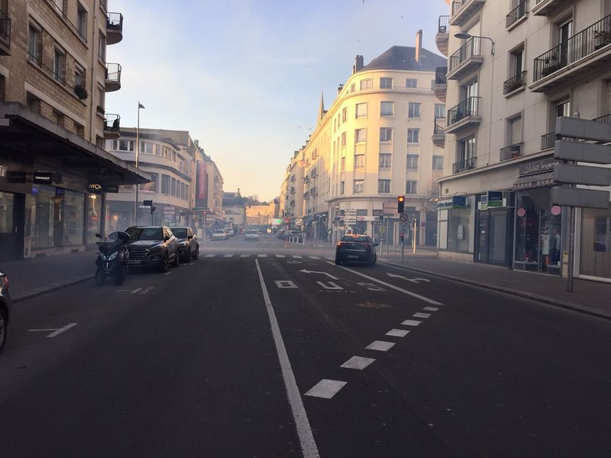 La rue Saint-Jean après l'intervention des CRS et les gaz lacrymogènes