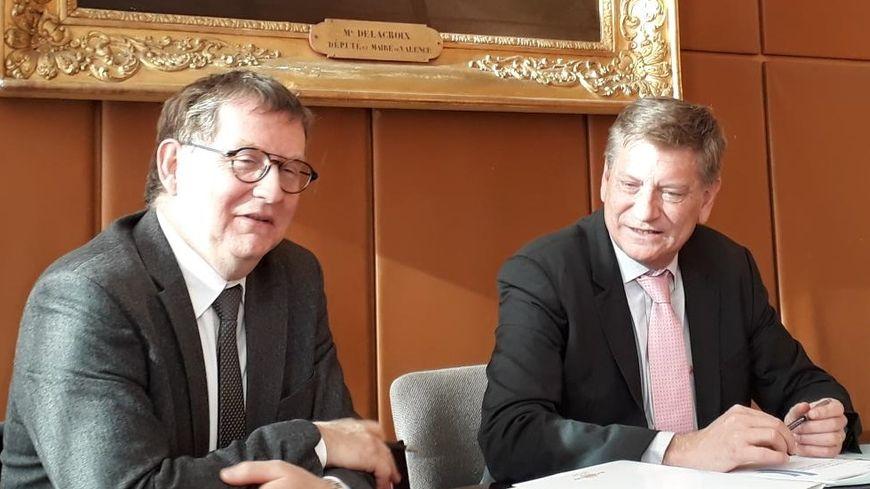Le Directeur de la Banque de France en Drôme, assis à droite du Préfet de la Drôme pour évoquer les cas de surendettement en 2018.