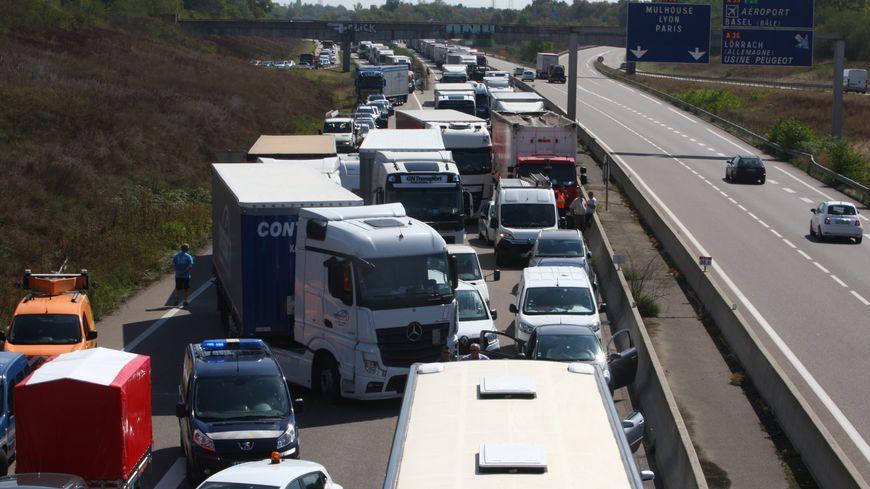 Des bouchons sur l'A35 suite à un accident mortel entre deux poids lourds et des voitures dans le sens Mulhouse Nord - Colmar après la croix de Hardt le 5/09/2018
