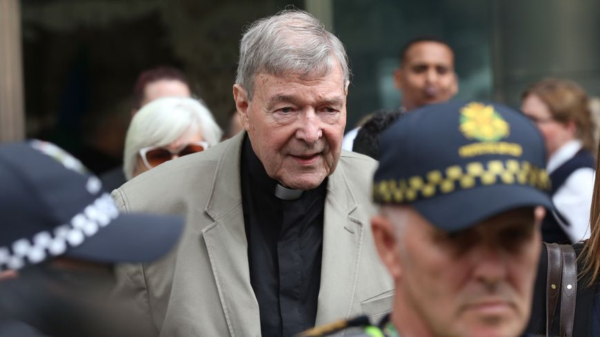 George Pell à la sortie d'un tribunal de Melbourne ce mardi 26 février