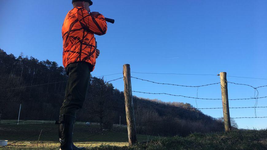 Julien Lamure, président de l'association de chasse communale de Besançon, samedi lors d'une battue dans le grand Besançon