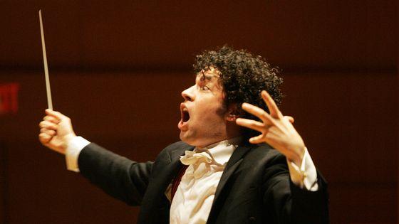 Gustavo Dudamel dirige le Los Angeles Philharmonic au Walt Disney Concert Hall (2009)