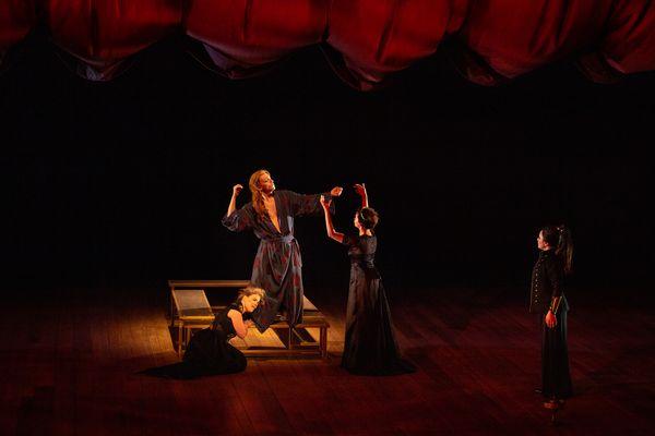 Scène céleste (Acte 1, scène 2) : Filippo Mineccia (Achille), Julie Roset (Junon), Norma Nahoun (Minerve), Fiona McGown (Thétis)