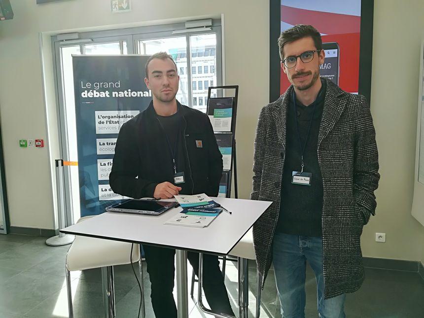 Dans toute la France, les stands de proximité sont exclusivement tenus par des étudiants. Ici, Tanguy et Lucas , deux étudiants de Sciences Po à Rennes.