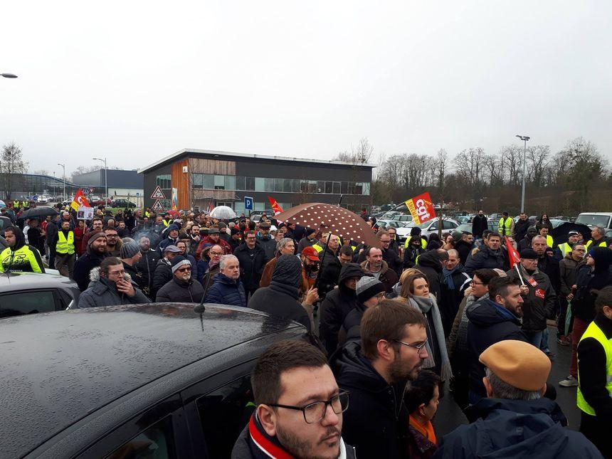 Rencontre entre les Gilets Jaunes et les salariés des fonderies à Châtellerault.