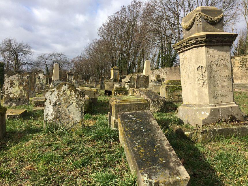 Les tombes dégradées - Radio France