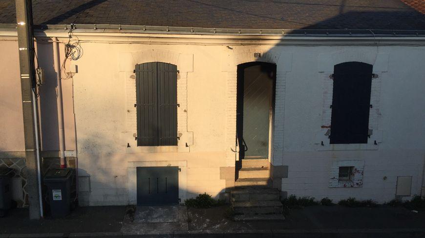 Selon des témoins, des flammes sortaient d'une fenêtre, rue du Maroc à La Roche-sur-Yon.
