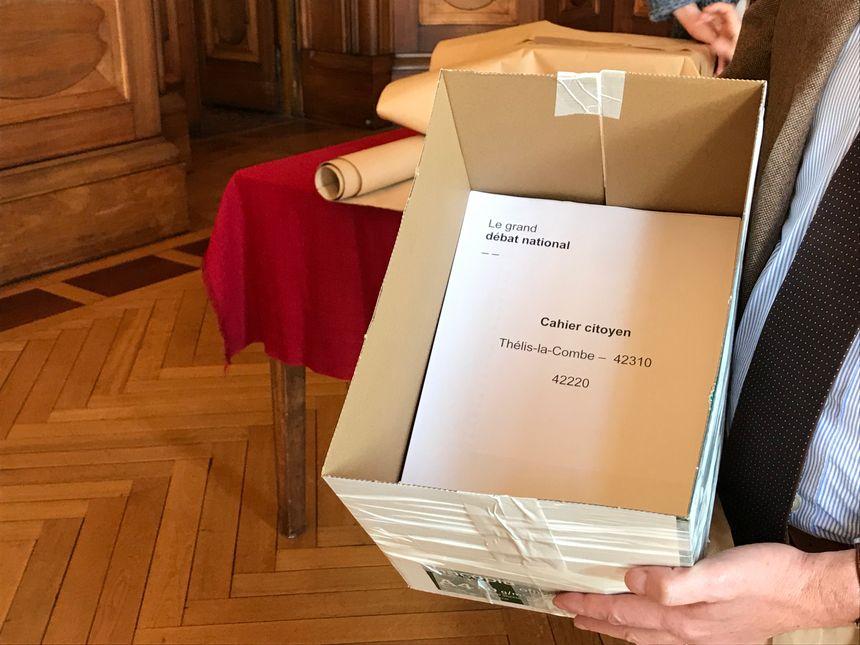 Tous les cahiers ont été photocopiés pour être envoyés à Tours.