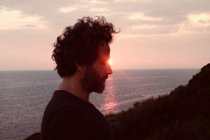 'L'Odyssée', nouvel album de Julien Bensé, a paru en décembre 2018. Julien Bensé est en concert le 7 mars à Lyon, au Festival A Thou Bout d'Chant, et le 9 avril au Café de la Danse à Paris.