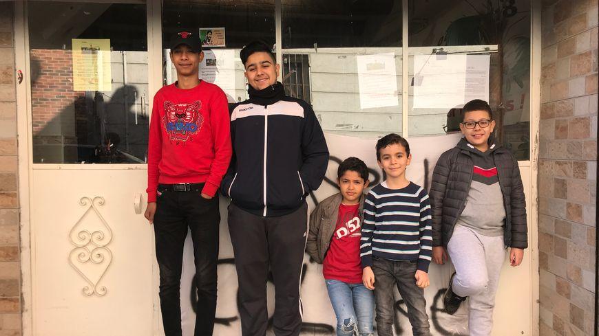 Des enfants de délogés à Marseille réclament un vrai logement