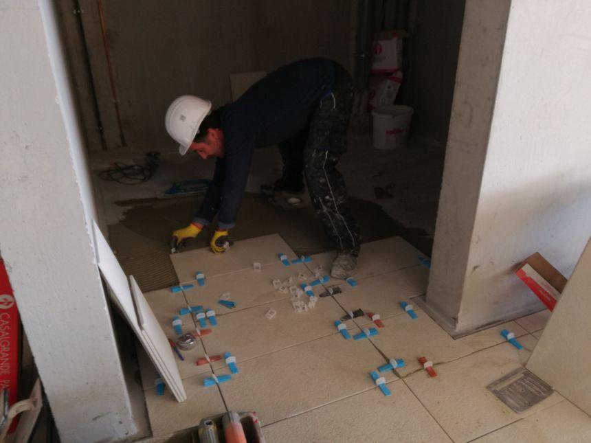 En janvier 2019, 44 personnes travaillent sur le chantier de l'Aquapôle d'Amiens