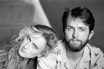 L'auteur-compositeur-interprète anglais Paddy McAloon et la chanteuse-guitariste Wendy Smith du groupe pop anglais Prefab Sprout, en 1985.