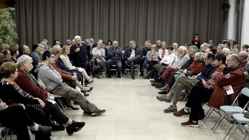 Un débat citoyen à Maubeuge, dans le Nord.