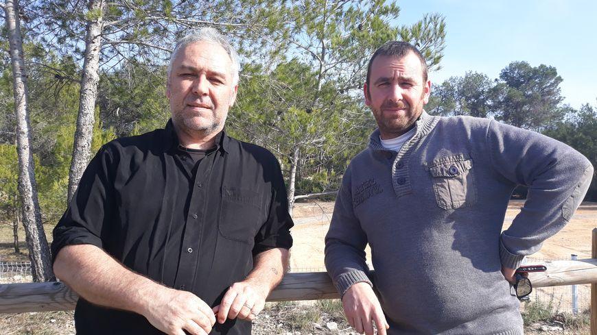 Fabrice Brucker (dr.) et Gilles Lautier (g.) ont tous les deux été exposés à l'amiant.