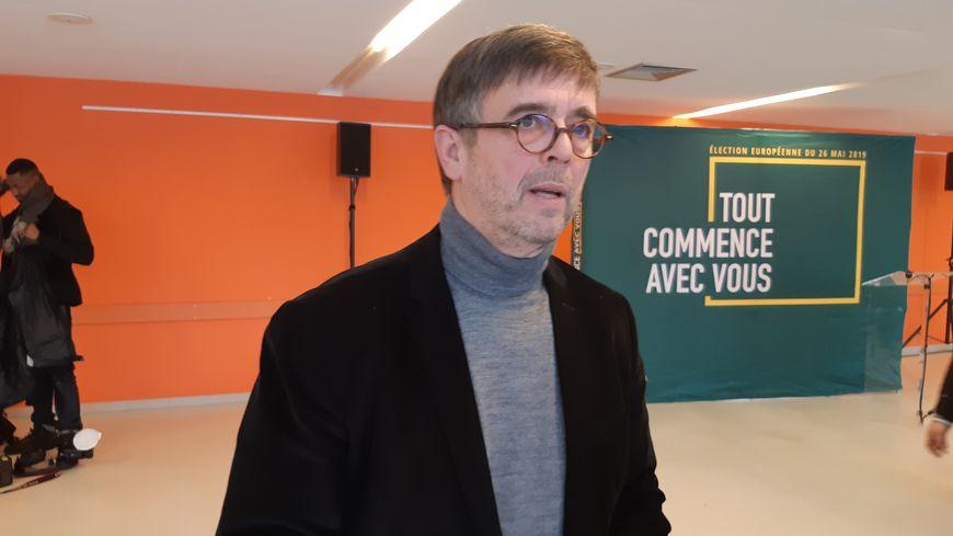 Damien Carême, le maire écologiste de Grande-Synthe, propose un complément de revenus pour les 1.500 personnes de sa commune qui vivent en dessous du seuil de pauvreté.