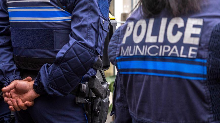 Un policier municipal d'Arles roulait avec de fausses plaques d'immatriculation