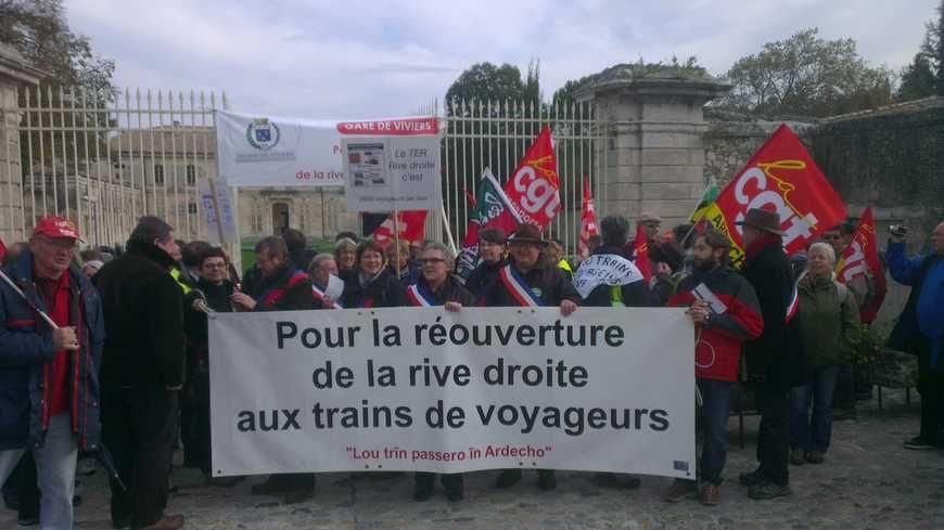 Elus et habitants réclament le retour du train depuis longtemps, ici le 17 novembre 2013 à Viviers