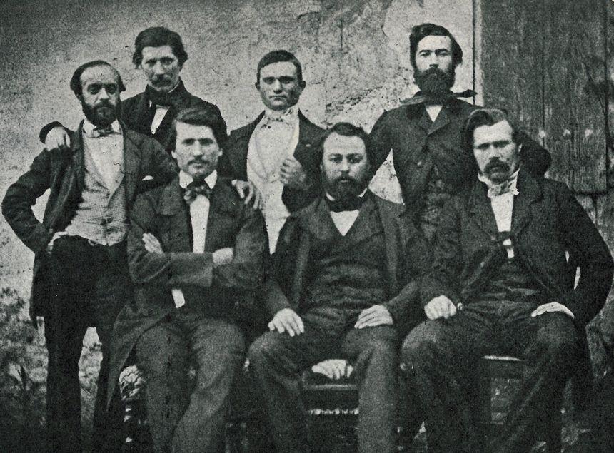 """Les 7 """"primadié"""", fondateurs du Félibrige. Photo originale conservée au Palais du Roure, Avignon."""