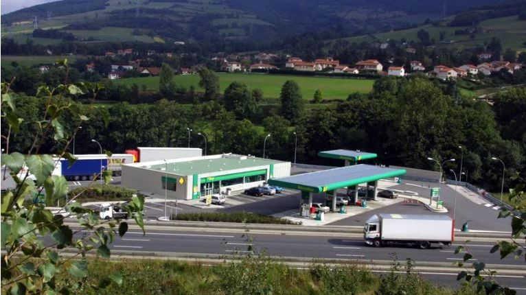 L'une des attaques s'est déroulée à la station-essence de la Chabure, sur l'A47.