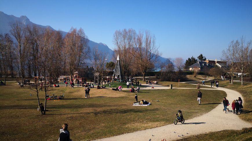 Les fortes températures ont incité les vacanciers et les habitants à profiter des parcs.