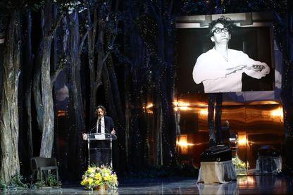 L'écrivain Frédéric Beigbeider rend hommage à Michel Legrand lors de la cérémonie au théâtre Marigny à Paris, le 1er février 2019.