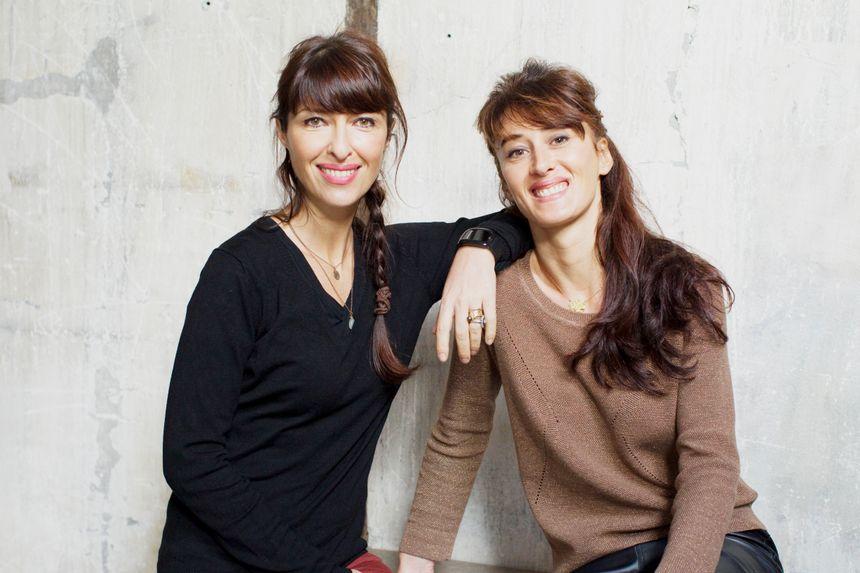 Les architectes chroniqueuses de La Maison France 5, à gauche Karine Martin, à droite, Gaëlle Cuisy