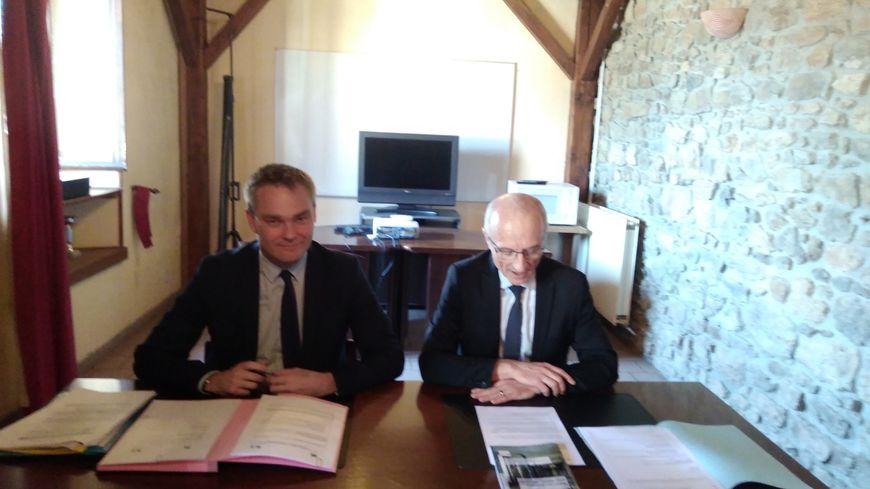 David Margueritte (gauche), vice-président chargé de la formation et de l'apprentissage à la région Normandie avec Thierry Morinière, directeur adjoint interrégional des services pénitentiaires du grand ouest