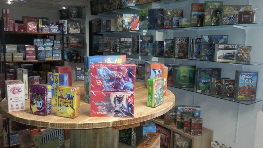 La Tour du Jeu propose aussi une boutique de jeux de société.