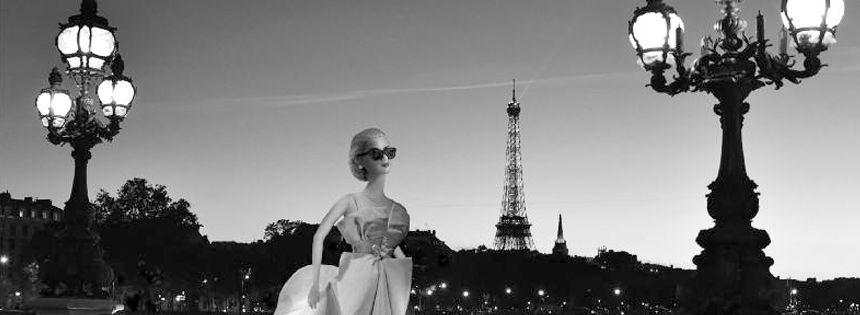 Barbie Grace Kelly sur le pont Alexandre III à Paris - DR Michel Tréhet