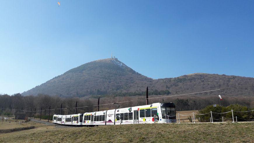 Le Panoramique des Dômes en route vers le sommet