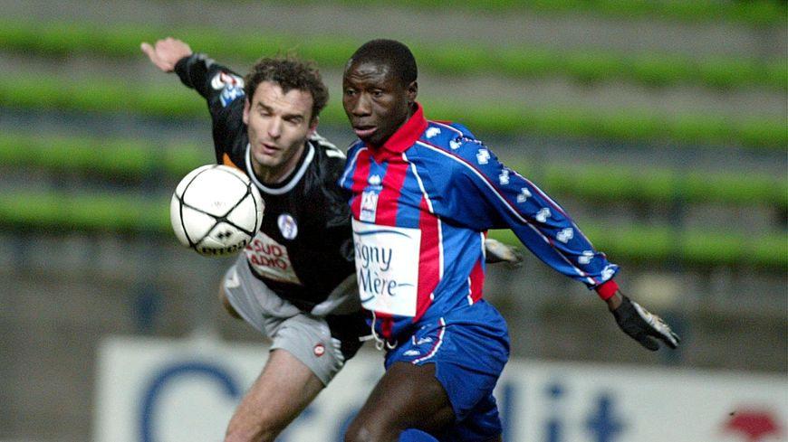 Kor Sarr, ici face au Toulousain Stéphane Lièvre, sous les couleurs du Stade Malherbe de Caen.