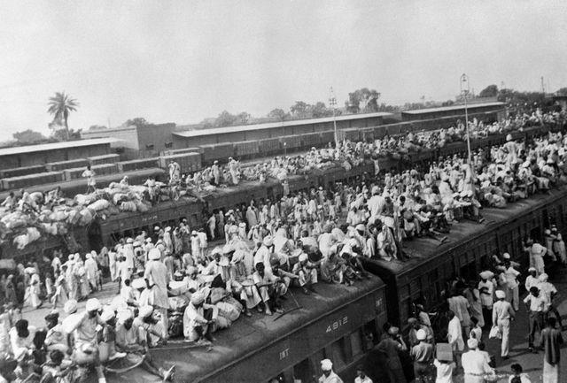 En 1947, des millions de réfugiés musulmans fuient l'Inde naissante tandis qu'une masse équivalente d'hindous quittent les régions qui forment le Pakistan. Comme ici, à Amritsar.
