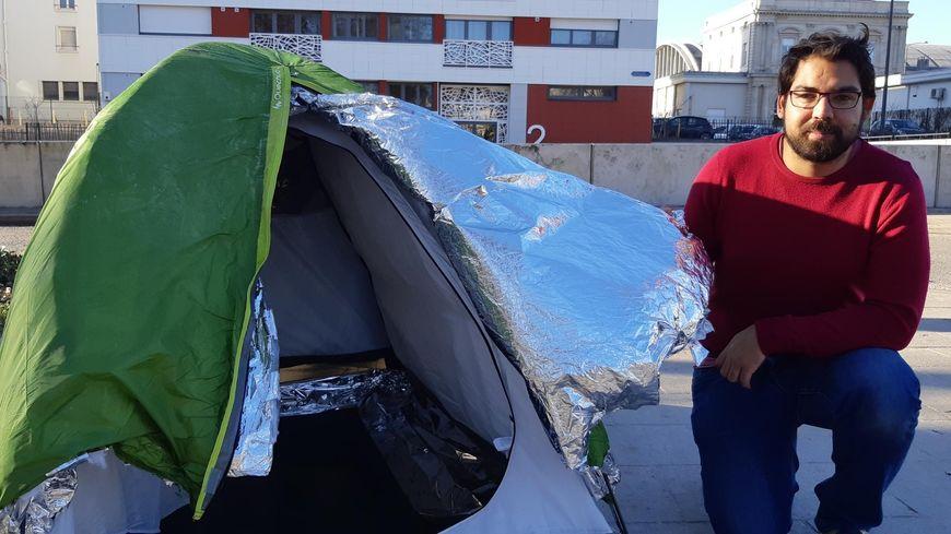 Valentin Arnoux voudrait distribuer ses tentes à un maximum d'associations et de sans abri
