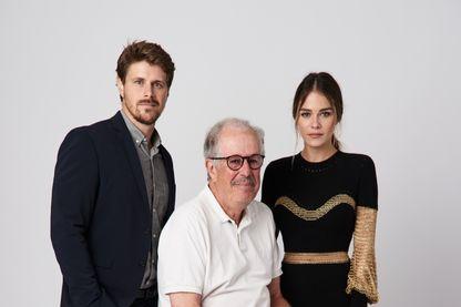 Le cinéaste Denys Arcand entouré de l'acteur Alexandre Landry, et de l'actrice, Maripier Morin pour le film «La chute de l'empire américain» le 7 septembre 2018 à Toronto.