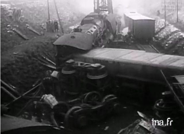 Les rails de la ligne Paris-Lille sont déboulonnés à Agny, dans le canton d'Arras-Sud, provoquant le déraillement d'un train de voyageurs.Il y a eu 24 morts.